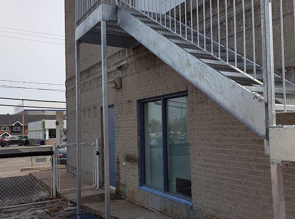 Pieux Avantage, pieux à Québec escalier sur pieux vissés